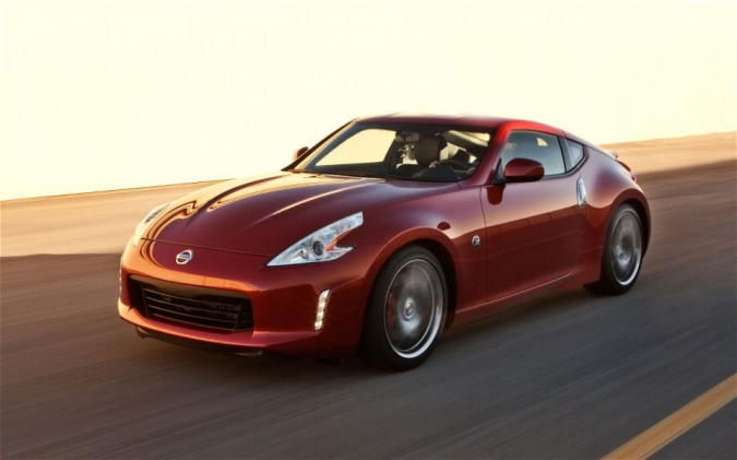 2013-Nissan-370Z-front-three-quarters