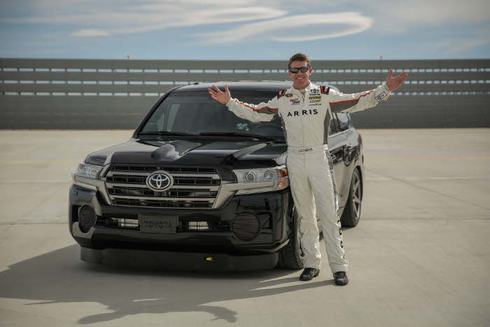 Toyota-LandSpeed-Cruiser-NASCAR-driver-Carl-Edwards-04